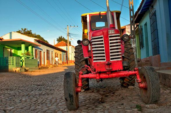 Tractor-in-Trinidad-Cuba-020