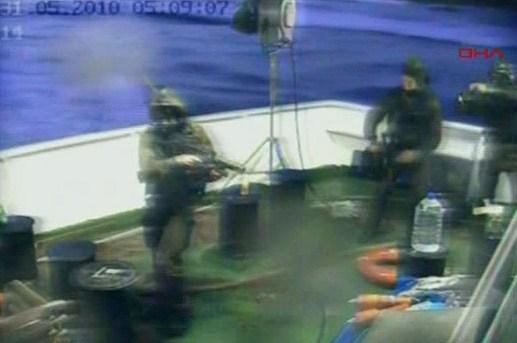 -Israeli-soldiers-aboard--005